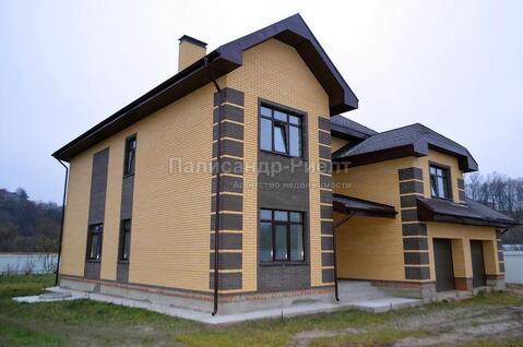 Боровск. Современный трёхуровневый каменный коттедж в историческом .