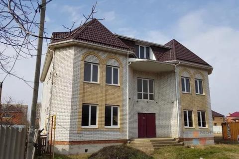 Трёхэтажное здание с земельным участком