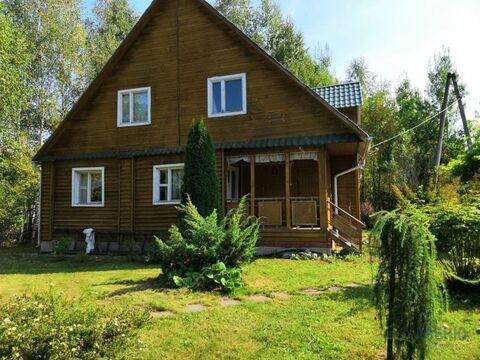Двухэтажная деревянная дача, общей площадью 190 кв.м на участке 6 .