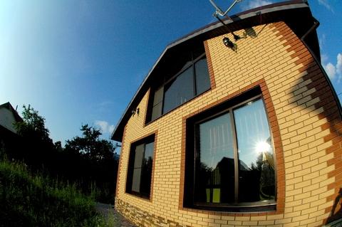 Срочно продается кирпичный 2-этажный дом индивидуальной планировки.
