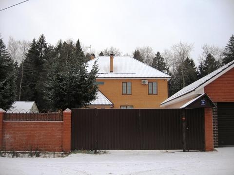Жилой, благоустроенный дом рядом с озером, общей площадью 350 кв.м.